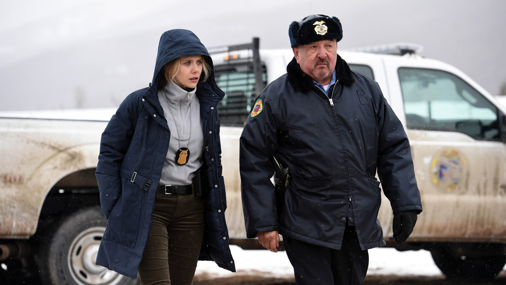 Elizabeth Olsen with a fellow police officer in Wind River